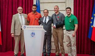 Od lewej: Chris Norman, Anthony Sadler, prezydent Hollande, Spencer Stone i Alek Skarlatos, sierpień 2015