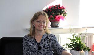 Zofia Malec pomaga obłożnie chorym pacjentom