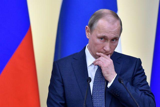 Rosyjski politolog: decyzja Putina potwierdza nową zimną wojnę