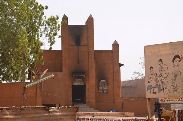 Zniszczony kościół w stolicy Nigru