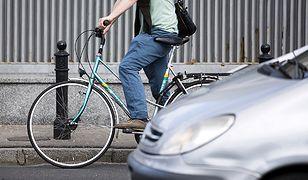 Pijany rowerzysta próbował wręczyć policjantom 100 zł łapówki