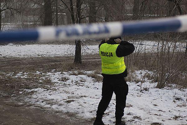 Zaskakujące odkrycie strażaków. Policja bada tajemniczą zbrodnię koło Częstochowy