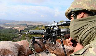 Turecki żołnierz podczas walk z Kurdami w Syrii