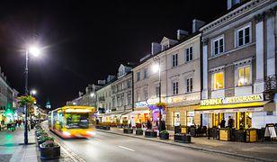 Ulice Nowy Świat i Krakowskie Przedmieście niedostępne dla aut elektrycznych i hybrydowych