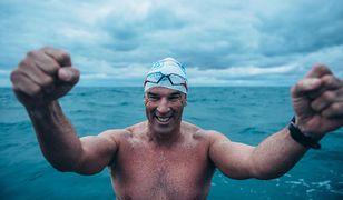 Wielka Brytania- jako pierwszy człowiek przepłynął kanał La Manche. Zajęło mu to 49 dni.