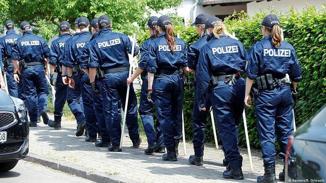 Policja bada ślady na miejscu zbrodni