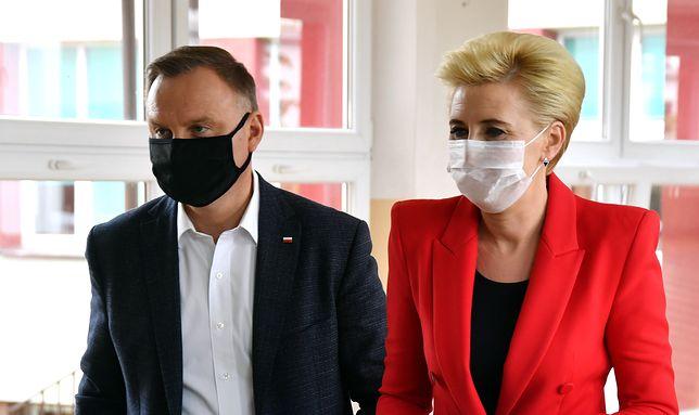 Strajk Kobiet. Agata Kornhauser-Duda zabrała głos. Andrzej Duda oddał jej słuchawkę