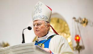 """Abp Henryk Hoser: """"Jan Paweł II jest atakowany, a większość ludzi ulega mutacji intelektualnej"""""""