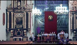 Niedziela Palmowa w Nowym Sączu. Kuriozalna transmisja mszy