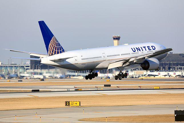 United Airlines: kamerka w toalecie samolotu.