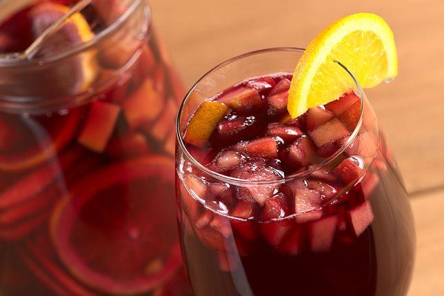 W klasycznej odsłonie poncz przyrządza się z rumu lub araku