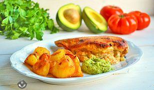 Nadziewany filet z kurczaka, pieczone ziemniaczki i guacamole. Pomysł na pyszny obiad