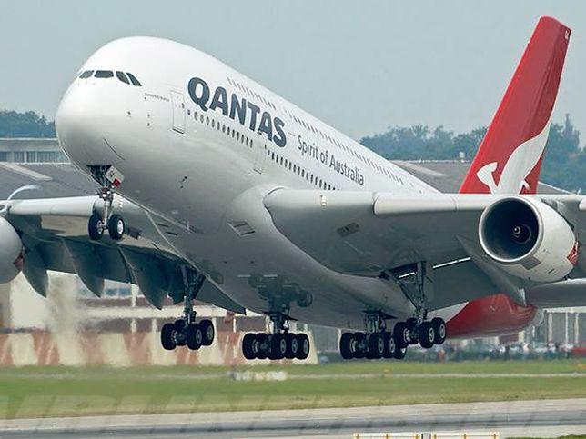Podczas lotu pasażerowie siedzieli zbyt blisko siebie