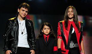 """Dzieci Jacksona """"chcą pamiętać dobre chwile"""". Spędziły rocznicę w rodzinnym gronie"""