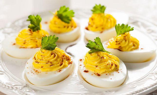 Jajka faszerowane - przepisy nie tylko na Wielkanoc