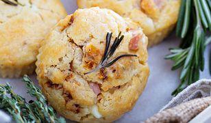 Muffiny z prosciutto i ajvarem