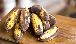 Zazwyczaj unikamy w sklepie bananów o brązowej skórce.