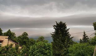 Pogoda. RCB ostrzega przed gwałtownymi burzami. Wydano alerty