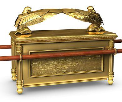 Złota skrzynia, w której mają się znajdować m.in. tablice z 10 przykazaniami, była czczona jako tron Boga