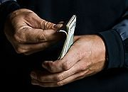 Biedni biednieją, bogaci dostają sute podwyżki