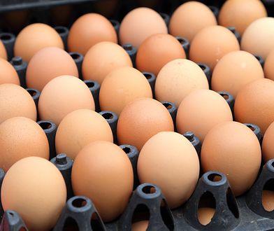 Jaja z chowu klatkowego mają zniknąć ze sklepów do 2025 roku.