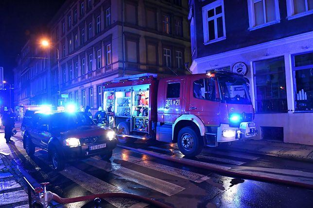 Tragiczna noc. Ponad 1200 pożarów, ofiary śmiertelne i pourywane dłonie