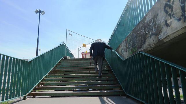 Nowe platformy dla pieszych na Saskiej