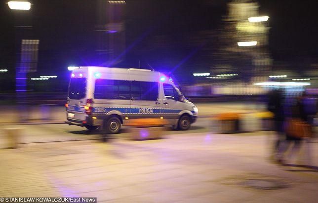 Policyjna kolumna jechała na sygnale o piątej nad ranem