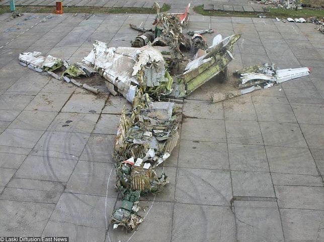 Szczątki prezydenckiego Tu-154, który rozbił się podczas podchodzenia do lądowania na lotnisku w Smoleńsku 10 kwietnia 2010 r.