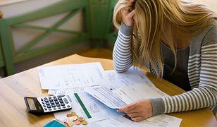 Zmuszenie byłego męża do płacenia rachunków jest trudnym zadaniem. W niektórych przypadkach warto wystąpić na drogę sądową