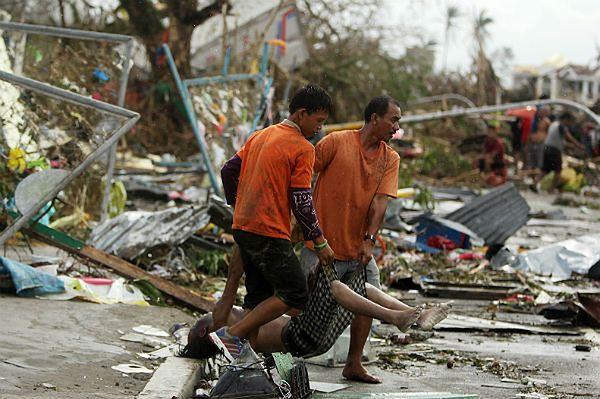 Według Czerwonego Krzyża ofiar tajfunu Haiyan na Filipinach może być ok. 1200