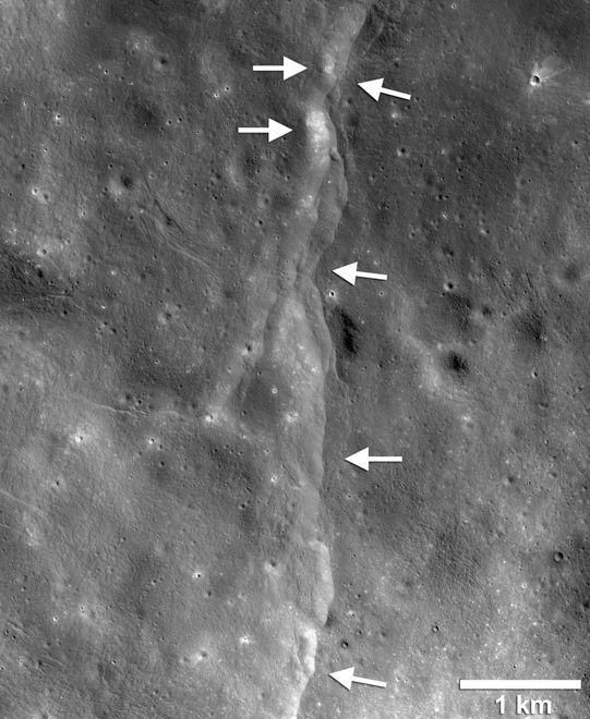Na Księżycu wykryto liczne zapadliny