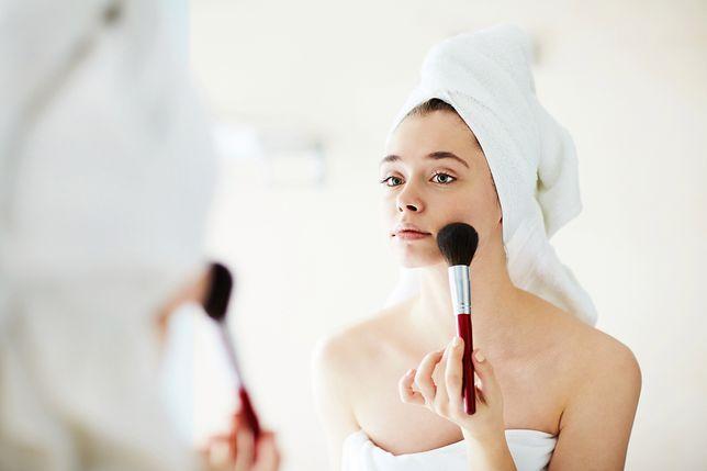 Puder jest jednym z najpopularniejszych i najstarszych kosmetyków do makijażu
