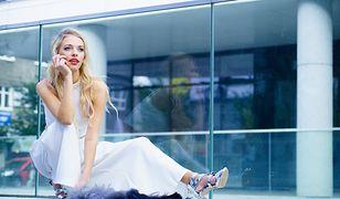 Białe spodnie są kwintesencją szyku i elegancki wiosennej.