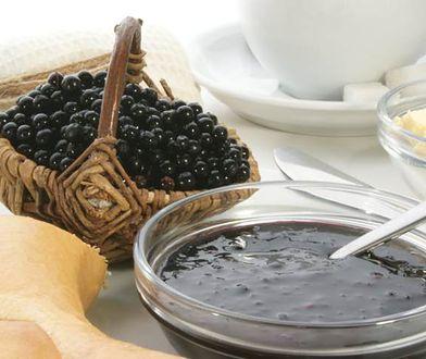 Dobrym źródłem antocyjanów są na przykład jagody czy porzeczka.