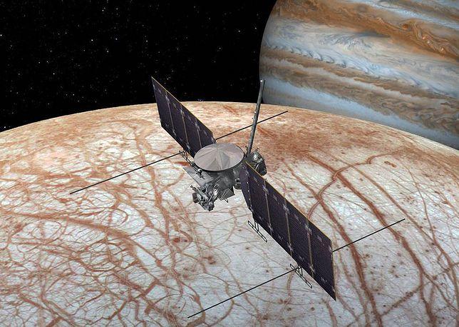 Wizualizacja misji NASA Europa Clipper, która zbada lodowy księżyc Jowisza.