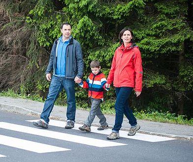 Policja za bezwzględnym pierwszeństwem pieszego na pasach