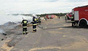 Pożary na lotnisku w Kąkolewie - policja nie wyklucza celowych podpaleń