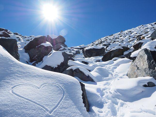 W górach też może zrobić się romantycznie...