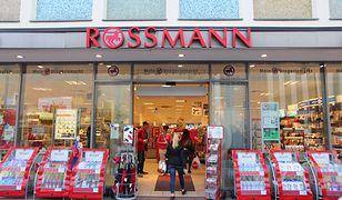 Promocja 2+2 w Rossmannie - kup 2 produkty, a 2 kolejne dostaniesz gratis.