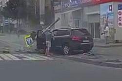 #dziejesiewmoto [417]: rozpędzony Volkswagen wjeżdża na chodnik, największa deskorolka świata i skrzyżowanie limuzyny z monster truckiem