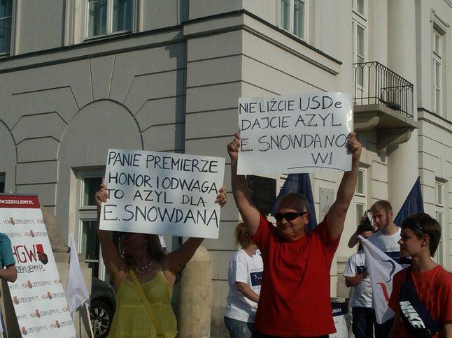 Zwolennicy Edwarda Snowdena pod Pałacem Prezydenckim w Warszawie, 5 lipca 2013