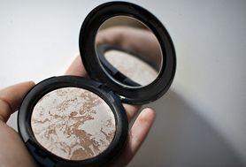 Kosmetyki mineralne - czy naprawdę warto po nie sięgać?