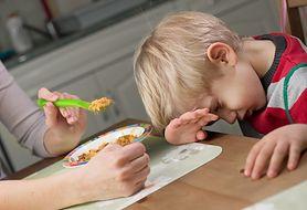 Jak radzić sobie z brakiem apetytu dziecka, które choruje?