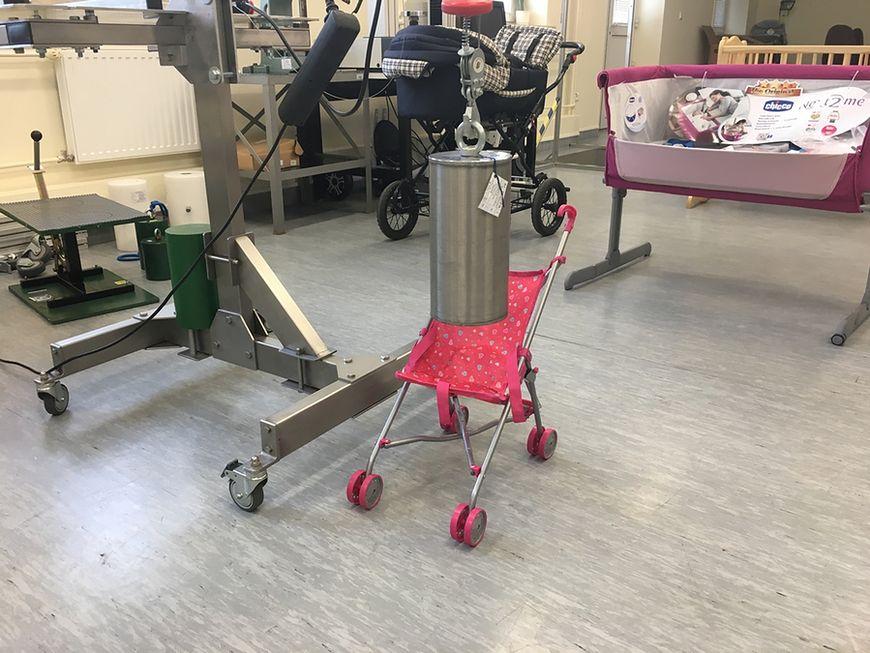 Wózki dla lalek obciąża się nawet 50 kg ciężarami
