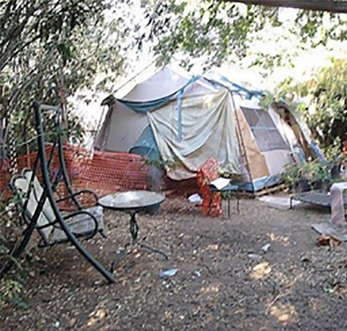 Zamieszkała w namiocie