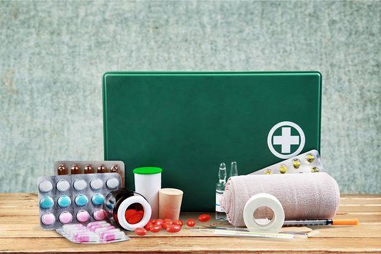 Poznaj 10 rzeczy, których nie może zabraknąć w domowej apteczce