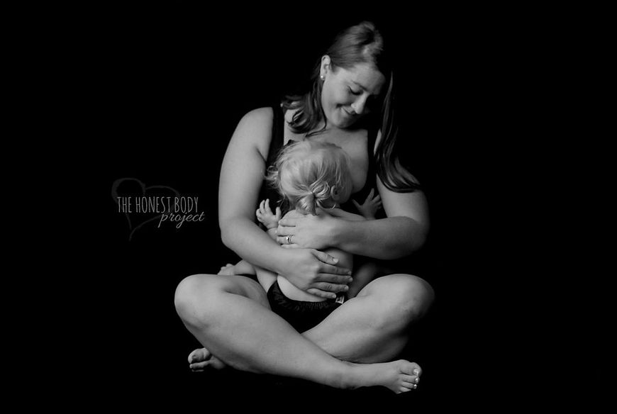 Karmienie piersią powyżej roku - fotografie Natalie McCain