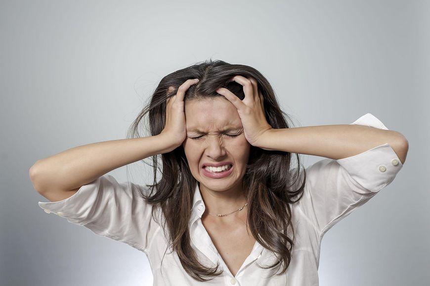 Często pacjenci, skarżąc się na ten rodzaj bólu głowy opisują go jako zaciskającą się pętlę wokół czaszki