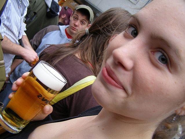 Nastolatka z piwem